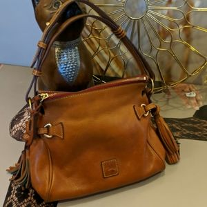 🐴Dooney & Bourke cognac leather tassel handbag